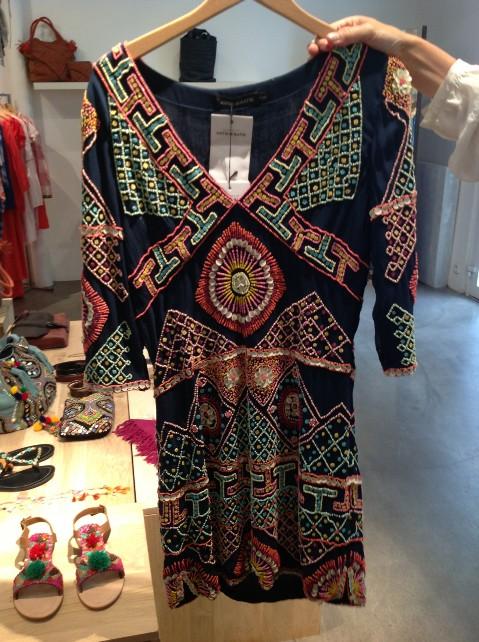 Kleid von Antik Batik, ganz mit feinen Glasperlen bestickt