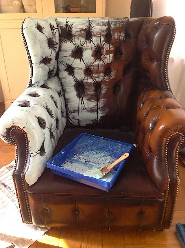 Durch die Farbverläufe bekommt der alte Sessel Tiefe